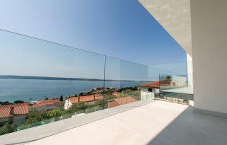 Steklena ograja na balkonu