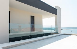 Steklena ograja na terasi