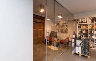 Steklena stena z drsnim krilom Lesjak