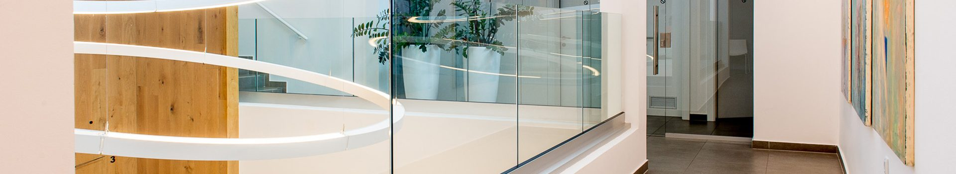 Notranje in zunanje steklene ograje